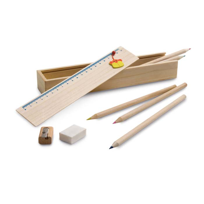 Set per disegnare in confezione di legno. Include righello di 20 cm, 6 matite colorate, 1 matita di grafite, 1 temperamatite e 1 gomma.